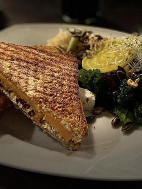 Toasti vegan aubergines-béchamel